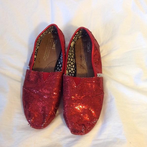 3d28e94eab4 Red Glitter Toms. M 5a95b728fcdc3163118d59b7